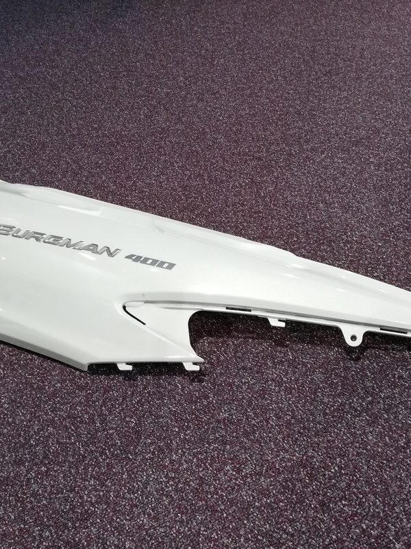 COVER FRAME RIGHT AN400 2011